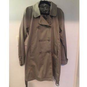 NWOT trench coat with belt